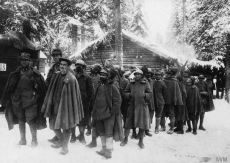 Italian prisoners ready to march in the snow-covered forest. © IWM (Q 86108
