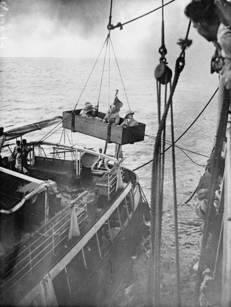 German East African Campaign. Lagos; disembarking for Sierra Leone from GEA. 16 March 1918. © IWM (Q 15675)