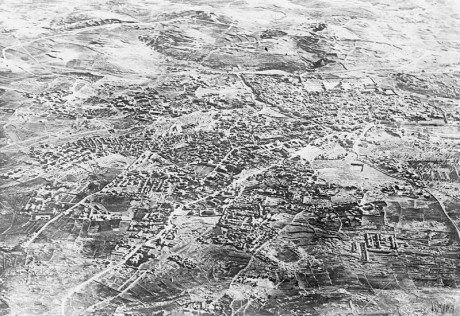THE BRITISH ARMY IN THE SINAI AND PALESTINE CAMPAIGN, 1915-1918. An aerial view of Jerusalem. © IWM (Q 12615)