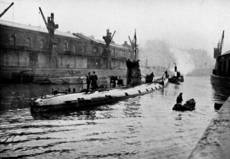 'German Submarine (U 86) in Floating Harbour' (this U-boat had sunk the Llandovery Castle hospital ship) reproduced from Bristol and the Great War: 1914-1919 (1920), editors George F Stone and Charles Wells. Bristol Record Office reference Bk/765, scanned by John Penny.